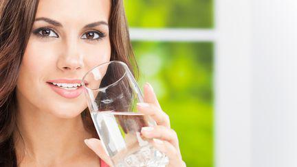 6 boli pe care le vindeci cu apă