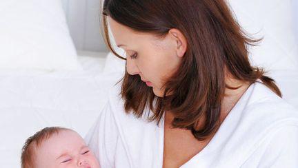 Cum hrănești un bebeluș agitat