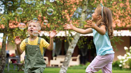 Cum îți menții copilul sănătos pe timp de vară? 3 moduri de a proteja micuții