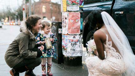In ziua nuntii ei i-a facut cea mai frumoasa surpriza unui copil