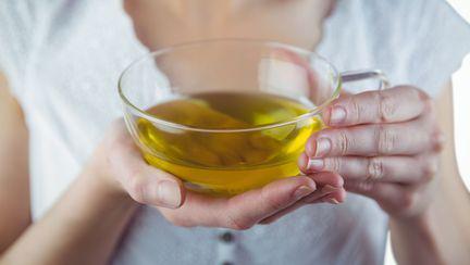 Ceaiuri care stimuleaza lactatia vs ceaiuri care diminueaza lactatia