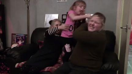 Cum gestionezi un copil violent Mama nevoita sa apeleze la experti, dupa ce fiica de 6 ani are crize violente