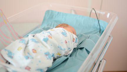 12 bebelusi nascuti la Maternitatea Giulesti, diagnosticati cu Stafilococ Auriu