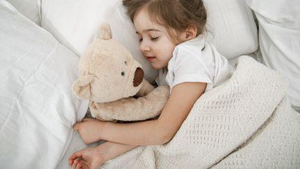 (P) Cum îți ajuți copilul să doarmă? Alege lenjerii de pat cocolino!