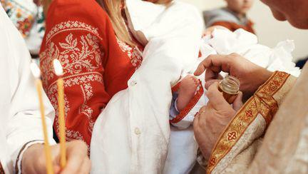 Ce verdict s-a dat în cazul bebelușului din Suceava decedat în urma botezului