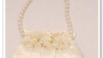 Cum asortezi poseta la modelul rochiei de mireasa