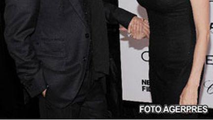 Angelina Jolie, între Versace şi mai mulţi copii