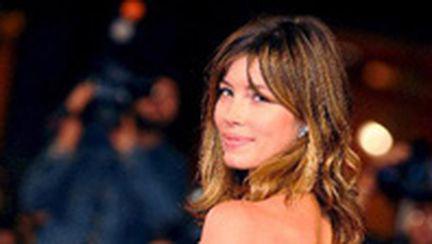 Jessica Biel, sexy şi sofisticată în gri