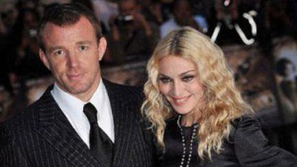 Madonna nu se tunde de dragul soţului