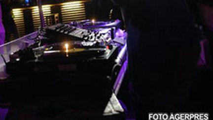 Yves Larock mixează mâine seară în Capitală (video)