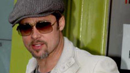 Brad Pitt şi-a scos fetiţele la cumpărături (galerie foto)