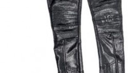 Cum să porţi pantalonii lucioşi