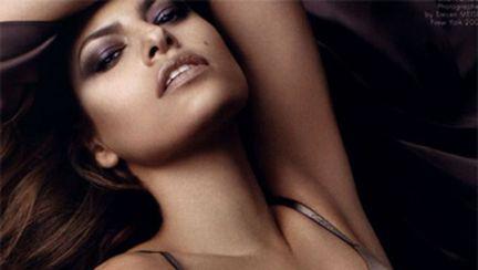 Eva Mendes, sexy pentru Calvin Klein