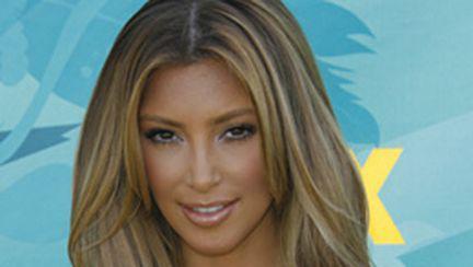 Kim Kardashian e, mai nou, blondă (galerie foto)
