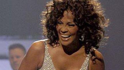 Whitney Houston era să rămână fără rochie pe scenă