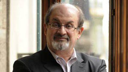 Salman Rushdie vine în România