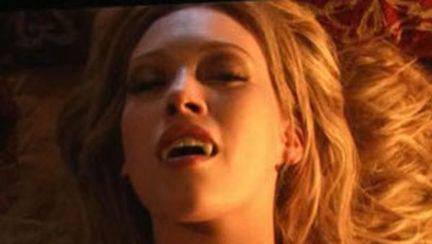 Hilary Duff, o vampiriţă sexy