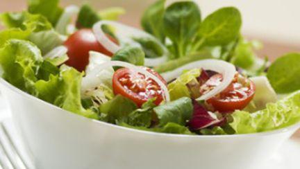 La prânz, alege o salată sănătoasă