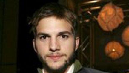 Ashton Kutcher vrea să facă un film despre divorţul lui Demi Moore de Bruce Willis!