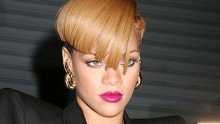 Rihanna, atrasă de Megan Fox