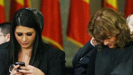 Elena Băsescu poartă pantofi Louboutin