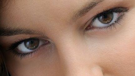 Cum să îţi îngrijeşti pielea din jurul ochilor