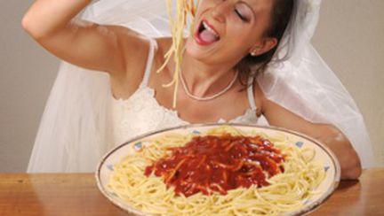 Femeile se îngraşă 9,5 kg la un an după nuntă