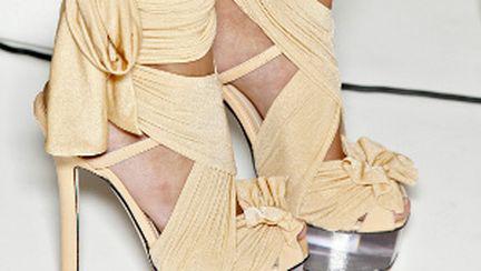 Ce pantofi se poartă în 2010