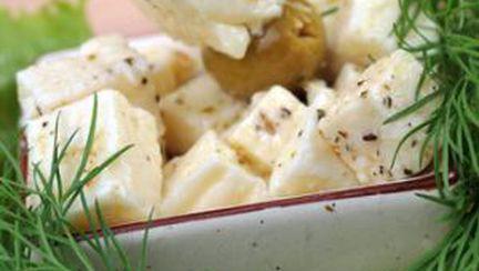 Brânză marinată în ulei de masline