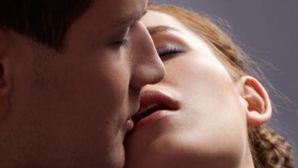 Sărutul, secretul unei relaţii de durată