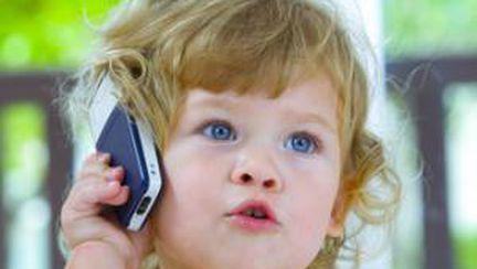 Telefonul mobil, periculos pentru copii