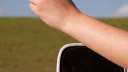 De ce e ofensator să arăţi degetul mijlociu