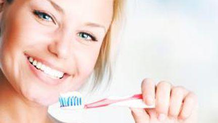 De ce mâncarea are gust rău după ce te speli pe dinţi