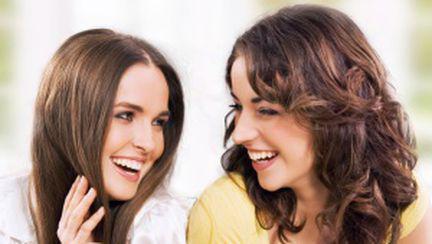 Cine nu are prieteni… să îşi închirieze online