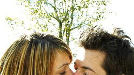Cum şi de ce ne sărutăm