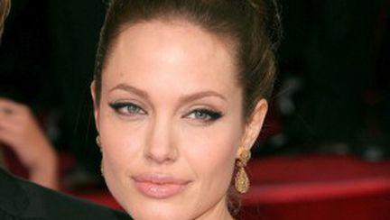 Cum aplici corect eyeliner-ul lichid