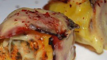 Cartofi umpluţi, înveliţi în bacon
