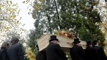 Obiceiuri şi superstiţii de înmormântare