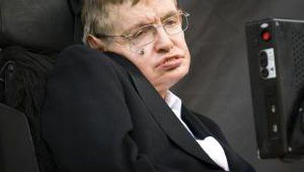 Cum reuşeşte Stephen Hawking să vorbească