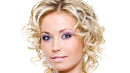 Coafuri de Revelion pentru păr scurt şi mediu