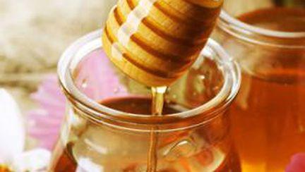Tu ce alegi, miere sau zahăr?