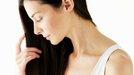 3 remedii naturiste împotriva căderii părului
