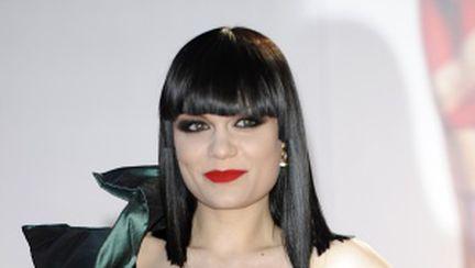 Video: cine a cântat live la gala Brit Awards 2011