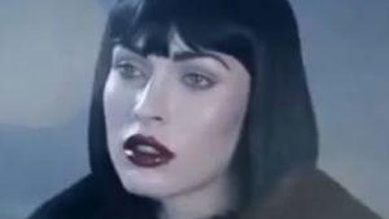 Video: Megan Fox, pictorial incendiar alături de o păpusă