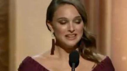 Video: Natalie Portman primeşte Oscarul pentru cea mai bună actriţă