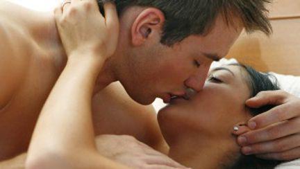 5 poziţii sexuale pentru orgasm simultan cu iubitul