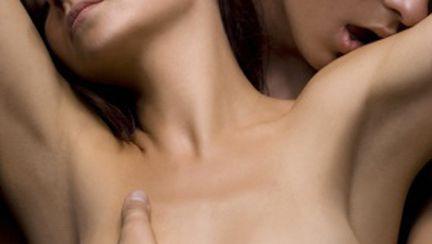 Cum să nu te mai simţi plinuţă în timpul sexului