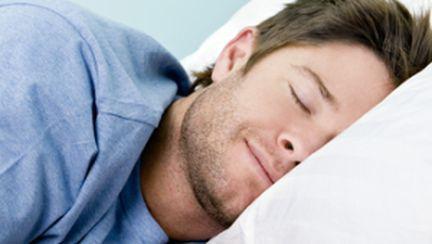 Ce spune despre el poziţia în care doarme