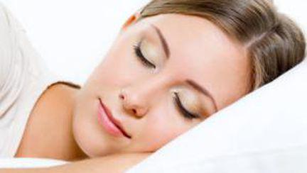 9 trucuri ca să dormi bine