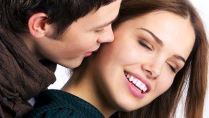 Priveşte imaginile care îţi arată dacă te iubeşte sau nu!